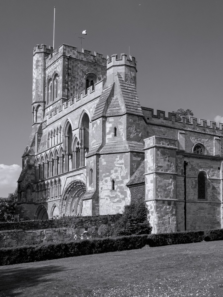 dunstable-priory-by-peter-darby