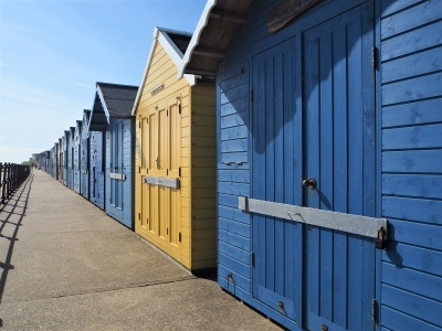 beach-huts-by-nick